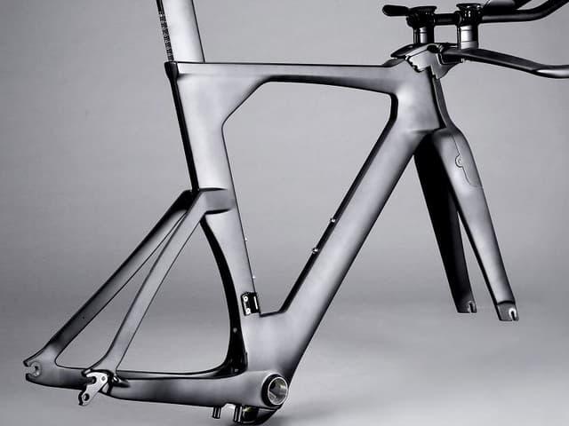 ЛКМ ДЛЯ КАРБОНА.</br>Эмали для карбоновых деталей велосипедов, автомобилей, яхт и катеров.
