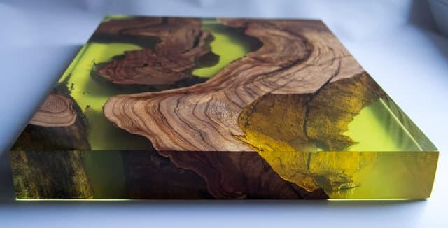 ЛКМ ДЛЯ СТОЛЕШНИЦ.</br>Эпоксидный композит для заполнения пустот и сколов в древесине.